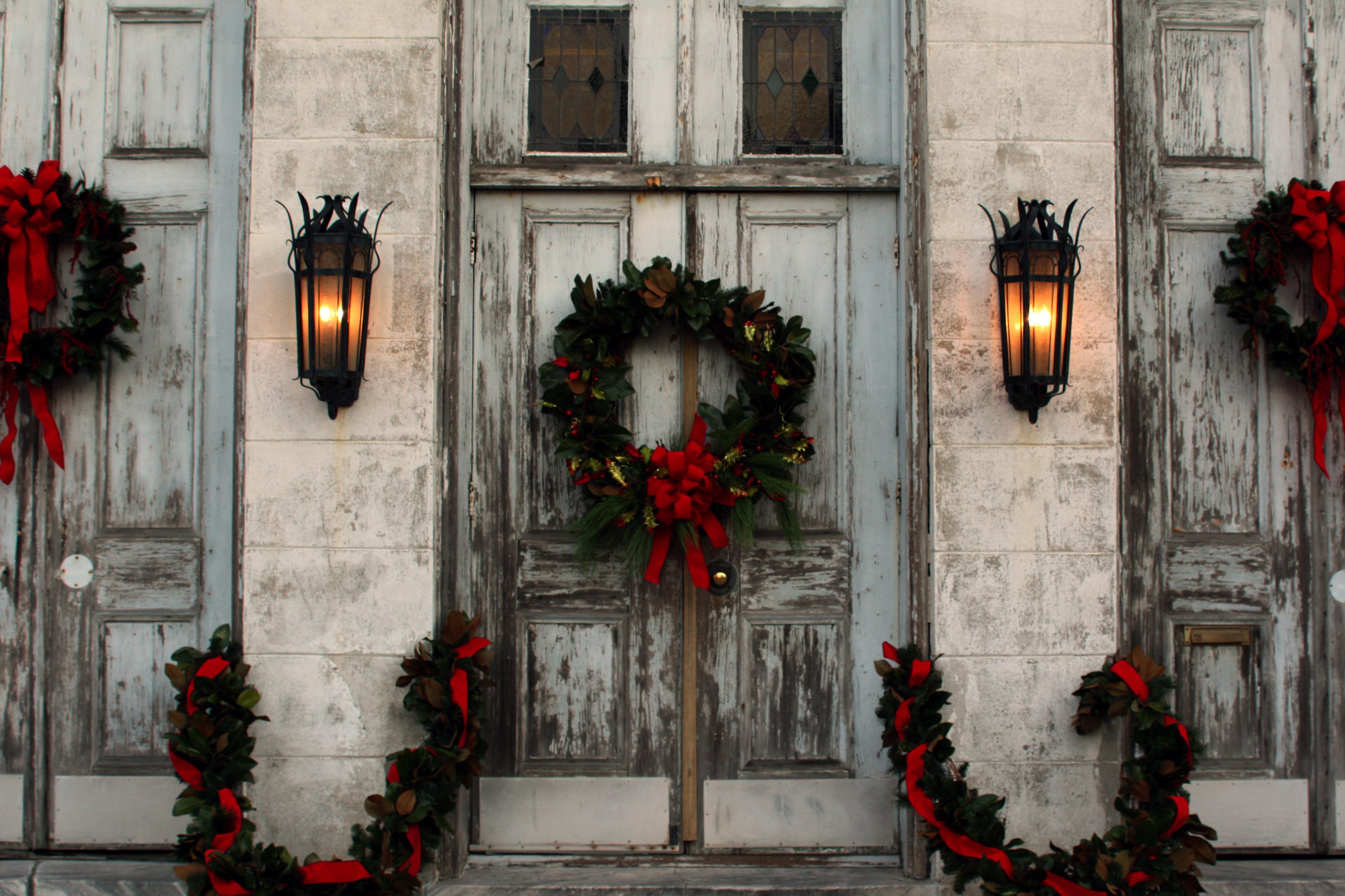 Marigny-opera-house-wreath